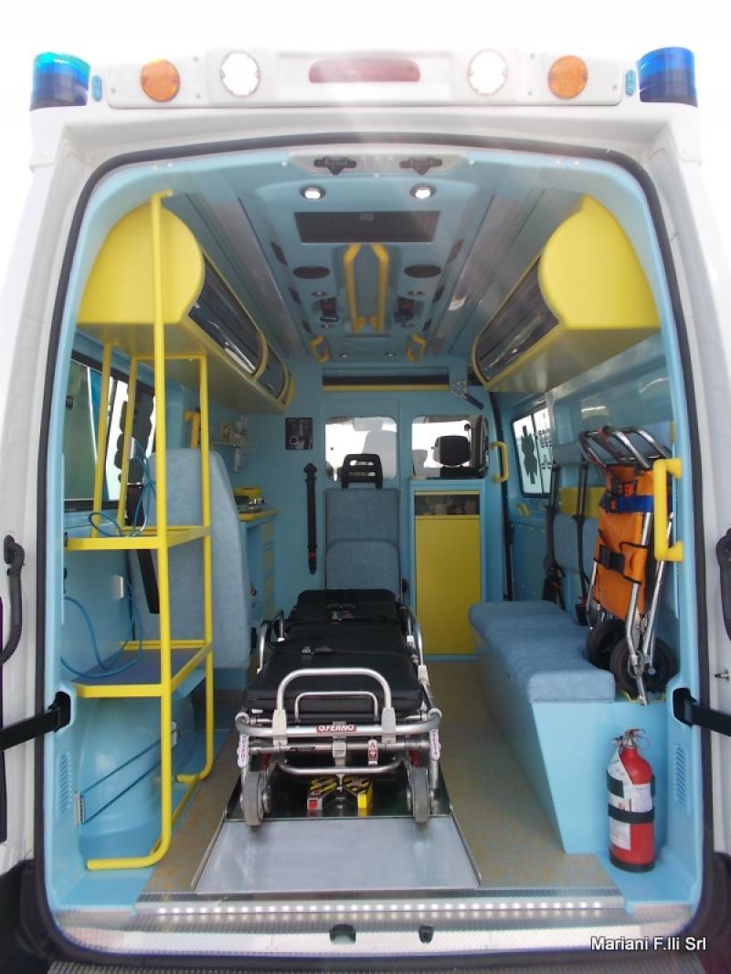 ambulanza nissan nv 400. Black Bedroom Furniture Sets. Home Design Ideas